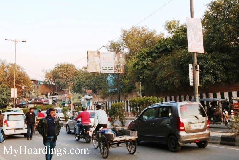 Outdoor advertising in India, Jamna Bazar traffic coming from Kodia Pull New Delhi Billboard advertising, Flex Banner