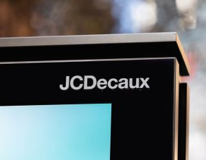 JC Decaux, the French Advertising Giant, hit by a first-half loss